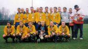 PAVEn edustusjoukkue Suomen Cupin pikkufinaalin jälkeen 2000